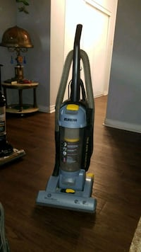 black and gray Bissell upright vacuum cleaner London, N6K 1L4