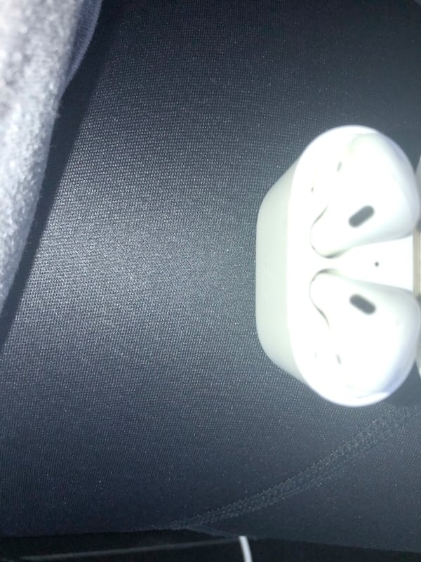 Apple AirPods (2nd generation ) bf734f77-50ef-44f6-8ed6-2c14f0a487aa