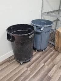 Brute 32 Gallon Trash Can on Rollers Las Vegas