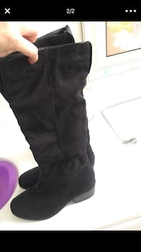 pair of black suede knee-high boots Los Angeles, 91607