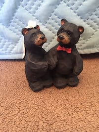 Married bears figurine