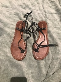 pair of brown leather sandals null, T1S