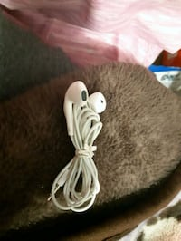 Apple Earbuds (No Microphone) London, N6E 1V4