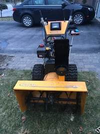 29 inch 10 hp gas snowblower                 29 inch 10 hp gas with electric start hardly ever used Vaughan, L4H 2R5