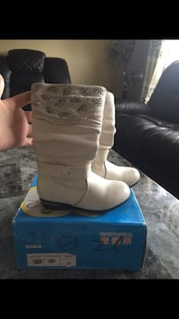 pair of toddler's white leather boots with box Calgary, T3J 5G6
