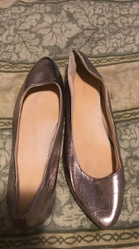 Pair o grey leather flats Gilroy, 95020