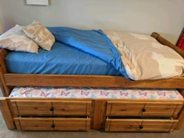 Twin bed w/ trundle bed room set