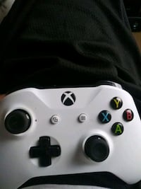 white Xbox One game controller Washington, 20019