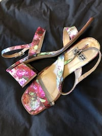 pair of pink-and-white floral wedges Woodbridge, 22192