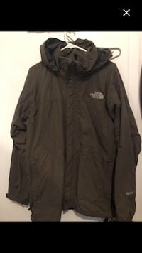 MenMint condition north face jacket for fall/spring green/grey colour last price 20$ must go Montréal, H4E