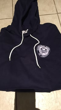 Navy size medium sacred heart fleece lined hoodie. excellent condition Halifax, B3J 3R3