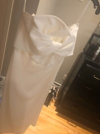 Gorgeous White Dress Size 4 from Madelines - worn once org. 850 Toronto, M4M 1N1