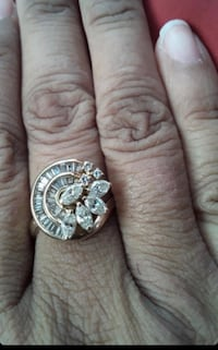 Gold and diamond ring it has 25 diamonds and 18kp gold  Springdale, 20774
