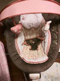Baby pink bouncy soothing seat Branford, 06405