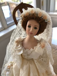 Porcelain Bride doll by Seymore Mann Salem, 03079