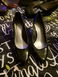 pair of black leather heeled shoes Cabot, 72023