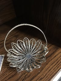 Silver plated filigree candy holder Ottawa, K2B 5Z9