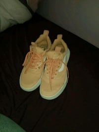 pair of pink Van's Ultrarange shoes  Winnipeg, R3R 2C5