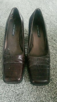 pair of brown leather flats Vienna, 22180