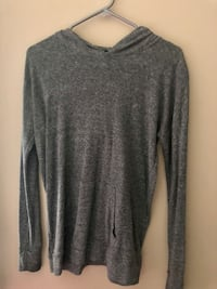 Gray scoop-neck sweater Coquitlam, V3K 7A2