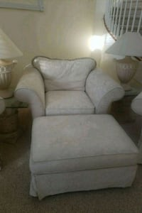 Oversized chair with ottoman 800 mi