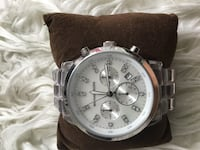 Michale kors wach lightly used perfect condition comes wit box Toronto, M3A 1Y2