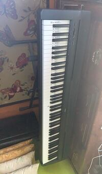 Yamaha P-71 weighted 88 key electronic piano (still under warranty) Daly City