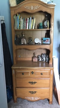 Dresser with removable hutch
