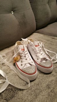 pair of white-and-orange low top sneakers Mississauga, L5A 4A5