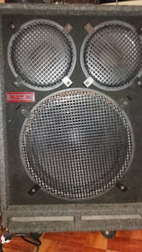 Bass guitar speaker cabinet. Sonic 18210 St. Cloud