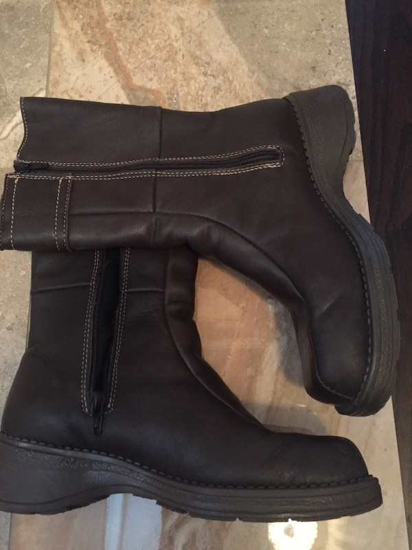 Brown leather side-zip wide-calf boots