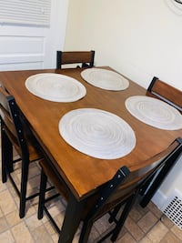 MOVE OUT SALE- Kitchen table + placemats included
