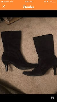 pair of black suede heeled boots Irving, 75038