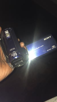 Sony handy cam .. takes pictures or videos  Bethlehem, 18018