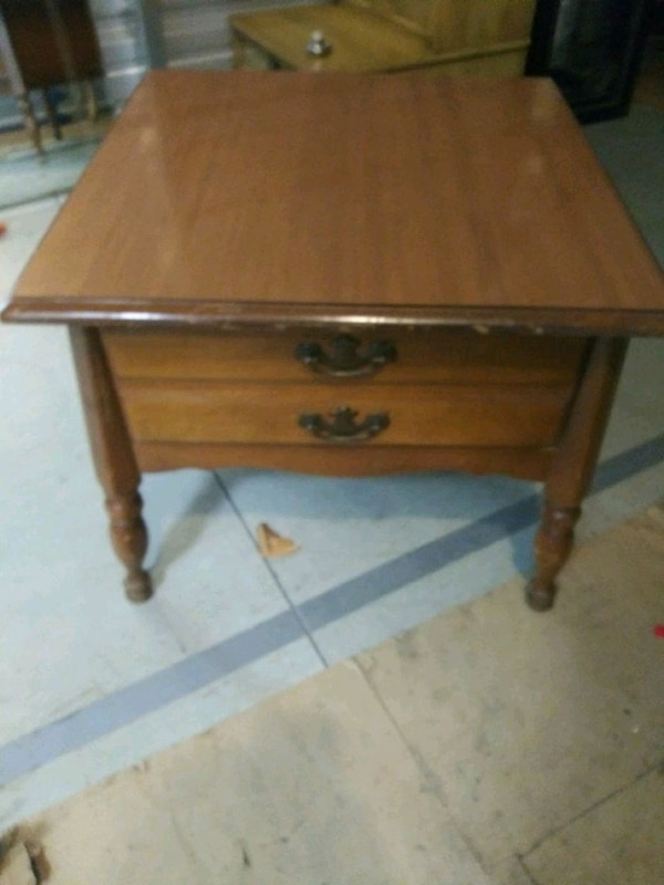 Solid Maple End Table  651be043-1fe4-48cb-a400-7f6d08ccac66