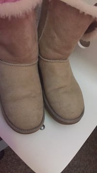Authentic ugg size 7 Falls Church, 22042