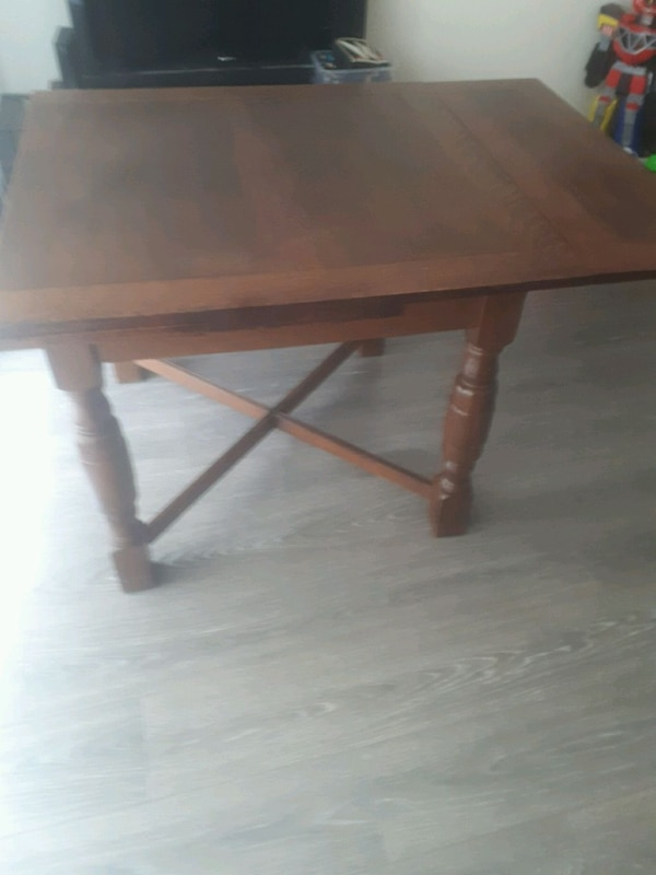 Antique 100% wooden dinner table  99582395-70c8-4d23-9cf5-5bf4b2a4d37c