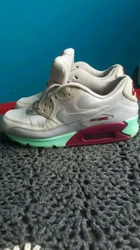Woman size 8 Nike Air max slightly used