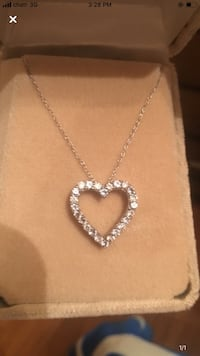 Sterling silver heart shaped necklace. Brand new never used. Toronto