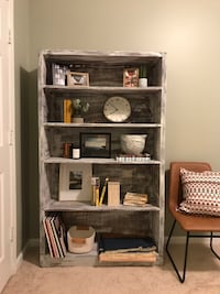 STURDY Rustic White Bookshelf (can deliver!) 26 km