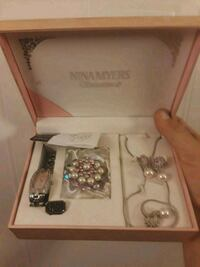 Jewelry set never been worn
