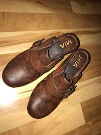 Pair of brown mia leather buckled clogs Wilmington, 45177