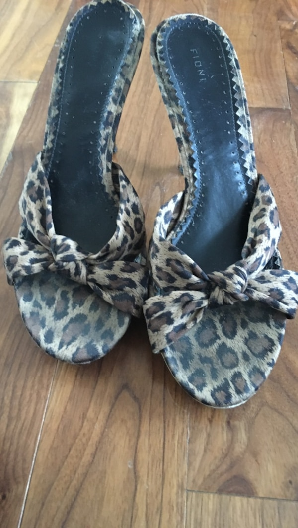 Black-and-white leopard print open-toe heeled sandals