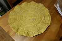17 pieces , circle placemats. Ottawa, K2G 2A8