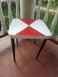 Small table 15 x 15 x 16 h $5 firm Elgin, 60120
