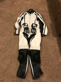 Bilt Motorcycle Track Suit w/ XL Sedici Gloves