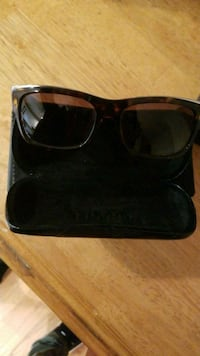 Gucci sunglasses with black lens Charles Town, 25414