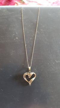 gold-colored necklace with heart pendant Santa Fe, 87505