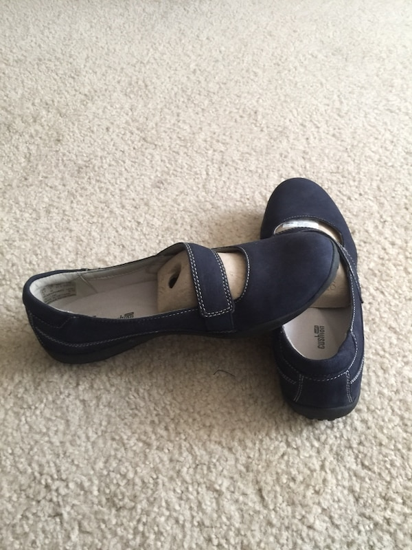 1e8e16bfd23a Used Clarks Collection soft cushion shoes for sale in Marietta - letgo