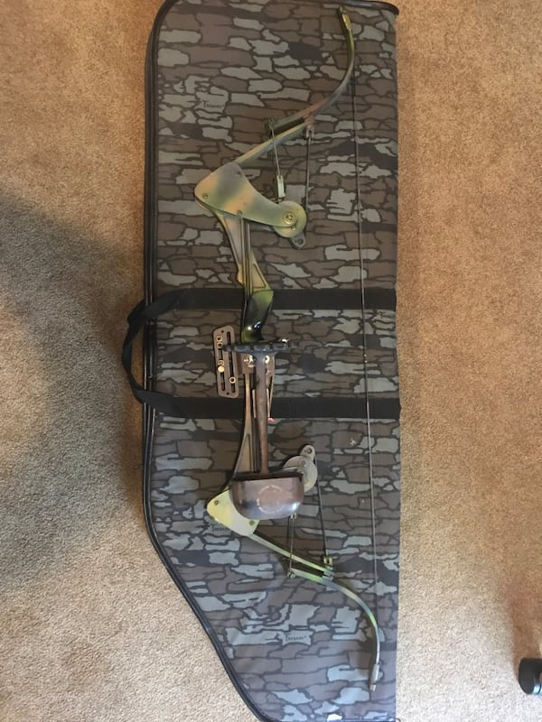 Vintage Oneida Screaming Eagle Compound Bow 8541ae86-33f7-44ec-b01e-72d1dca363ee